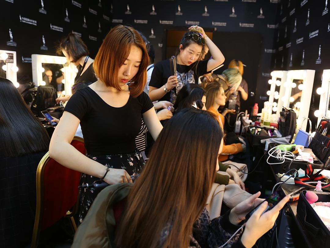 0基础去化妆培训学校,影视化妆、影楼化妆和时尚化妆学哪个?
