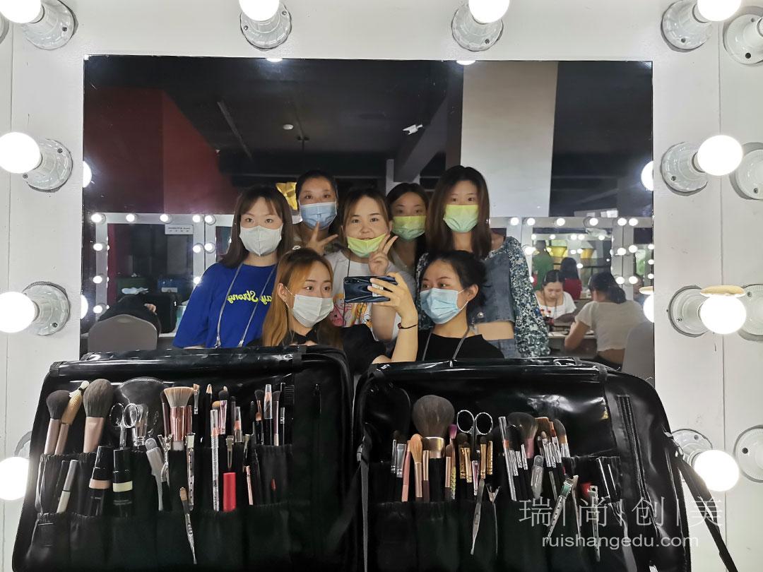 未来技术教育发展|化妆培训学校与社会发展接轨 与市场需求结合